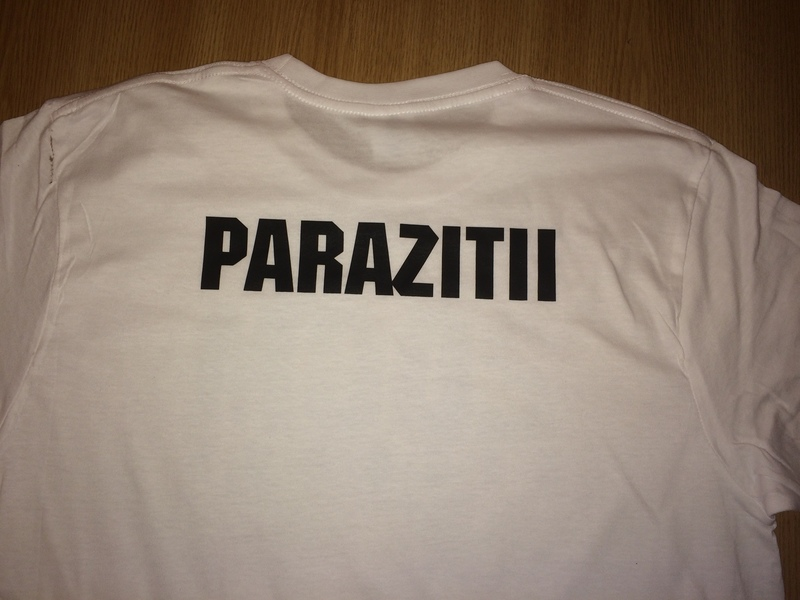 Cauti Tricou 20 CM RECORDS Parazitii alb, negru? Vezi oferta pe printreoale.ro